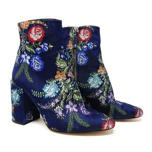 Zara   Blue embroidered floral ankle boots booties